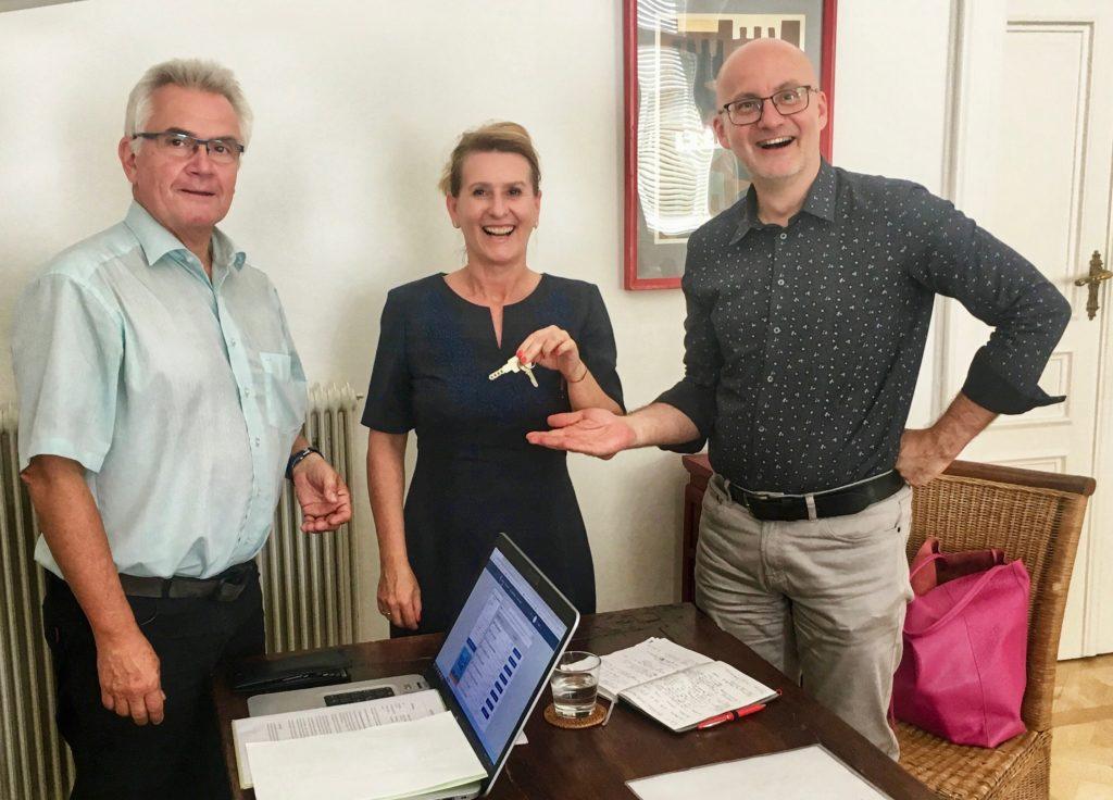Firmen- und Schlüsselübergabe von Forvideo und Formedia von Herrn Karl Formanek an die neuen Inhaber Doris Kunschitz und Heimo Lucan.